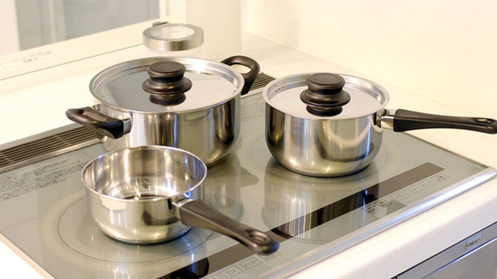 img-49810-ih_and_stainless_pots-01
